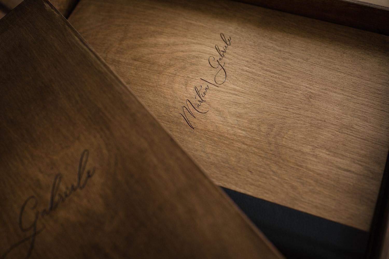 fotografo ed album di matrimonio artigianali in legno in italia e nelle Marche