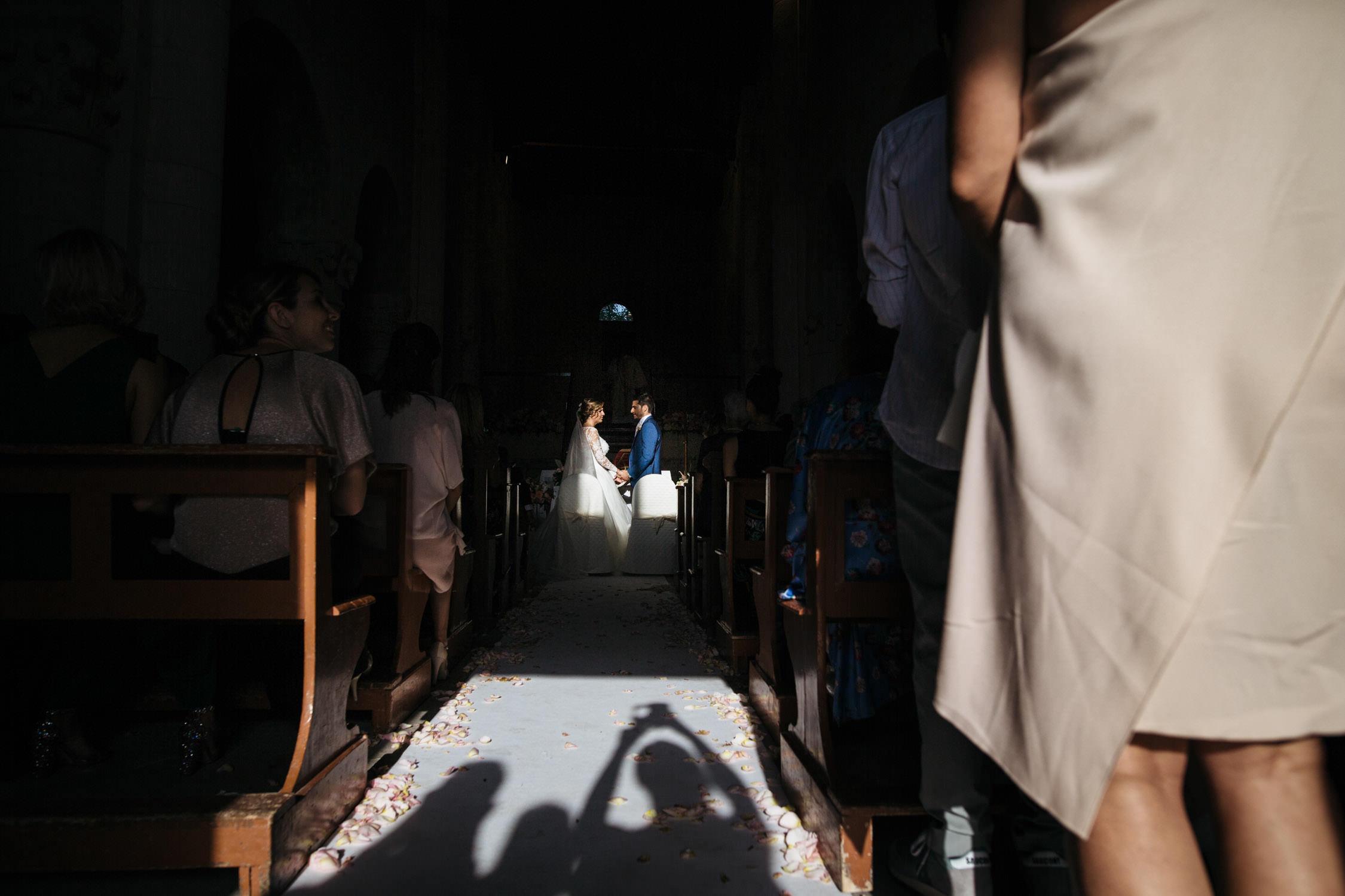 Scambio degli anelli degli sposi con luce stupenda a portonovo e san benedetto del tronto, Marche