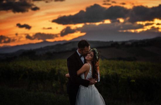 fotografia sposi al tramonto nelle Marche