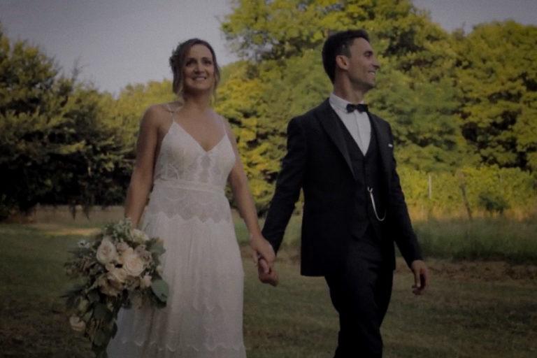emotional wedding film fano sposi si tengono la mano